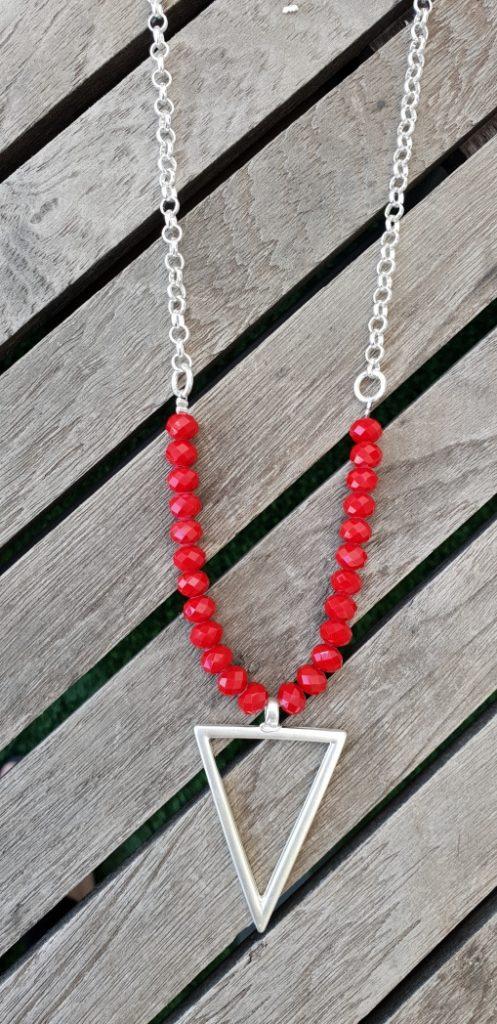 שרשרת אדומה,מעצבת תכשיטים,MFcollection,מיה פינקלשטיין,תכשיטי אופנה,תכשיטים מעוצבים,שרשרת לאישה,שרשרת ארוכה לאישה,שרשרת בעיצוב אישי,שרשרת אבנים,שרשרת במבצע