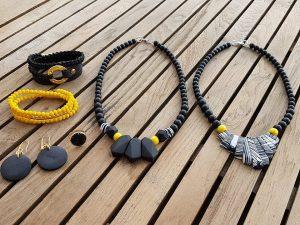שרשרת שחורה, צמיד ברכות, צמיד עור, טבעת שחורה סברובסקי, מתנה, תכשיטי אופנה, תכשיטים, שרשרת, צמיד,טבעת,צהוב,שחור