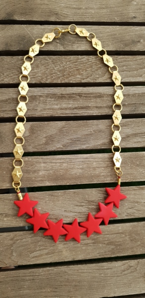 שרשרת זהב כוכבים, שרשרת קצרה, שרשרת אדומה, כוכב אדום, שרשרת אופנה, שרשרת יפה, שרשרת נוכחות, מתנה לאישה, MFcollection