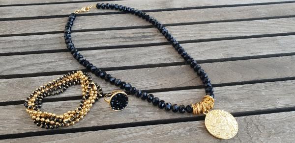 שרשרת אופנה, שרשרת שחורה, שרשרת נוכחות, שחור, תליון זהב, שרשרת יפה, שרשרת לארוע, תכשיטי אופנה, MFcollection