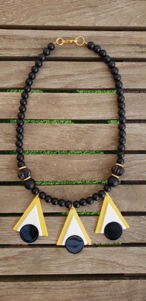 שרשרת אופנה, שרשרת שחורה, שרשרת נוכחות, שחור, שרשרת שחור לבן צהוב, שרשרת יפה, שרשרת לארוע, תכשיטי אופנה, MFcollection