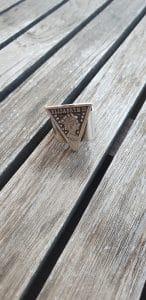 טבעת כסף תליון טבעת יפה מתנה לאישה תכשיטי אופנה MFcollection, תכשיטים, תכשטי אופנה, תכשיטים יפים, טבעת, טבעות, מיה פינקלשטיין, מאיה פינקלשטיין, מתנה, מתנה לאיזה, תכשיטי אופנה, סטייל, טבעת כסף תליון כתר מלכה, טבעת מלכה, תליון כתר