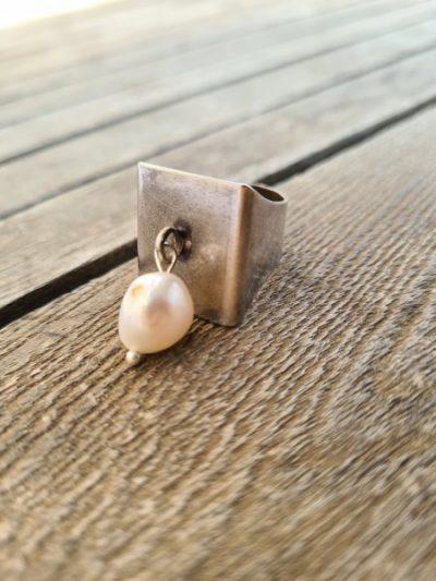 טבעת,תכשיטי אופנה,טבעת עם תליון,טבעת פנינה,מיה תכשיטים,שלי דהרי.מעצבת תכשיטים,תכשיטי אופנה,MFcollection,jewelry