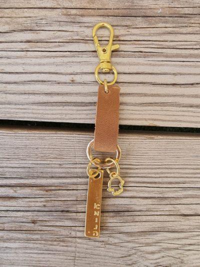 מחזיק מפתחות לב,מחזיק מפתחות לב חצוי,מחזיק מפתחות מעוצב,מחזיק מפתחות מעוצב אישית,מחזיק מפתחות מעור,mfcollection,מעצבת תכשיטים,מיה פינקלשטיין,מתנות סוף שנה,מחזיק מפתחות חמסה