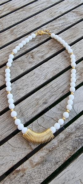 תכשיטים,חנות תכשיטים,תכשיטים לאישה,מעצבת תכשיטים,תכשיטים מעוצבים,עיצוב תכשיטים,שרשרת,שרשרת לאישה,שרשראות,שרשרת פנינים,מתנה,מיה פינקלשטיין,שרשרת לבנה,שרשרת יפה